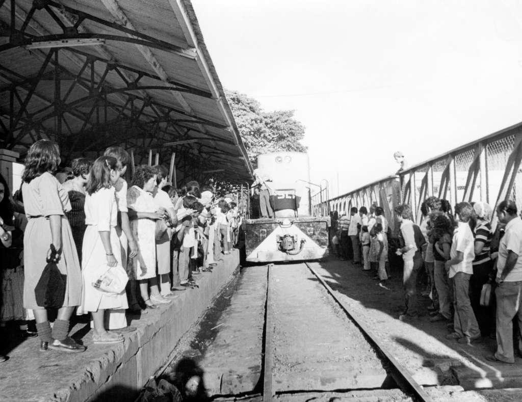 Einfahrt eines Zuges im Jahr 1981